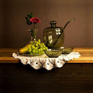 Fotostillleben mit einer Bowleschüssel und Früchten von Bianca Neeleman