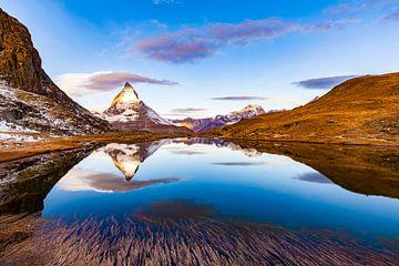 De Matterhorn bij Zermatt in Zwitserland van Werner Dieterich