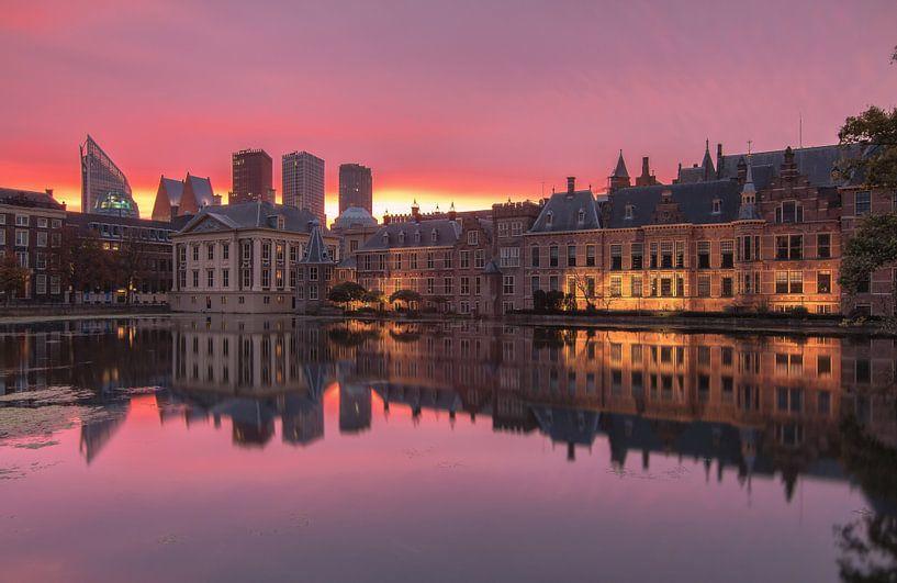 Sunrise near the houses of parliament van Ilya Korzelius