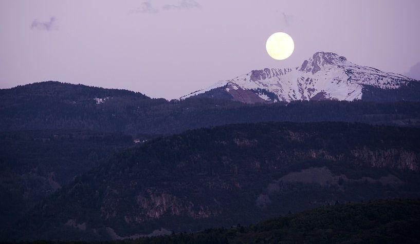 Moonrise at Corno Bianco van Gisela Scheffbuch
