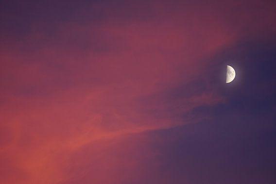 Halve maan boven Utrecht van Donker Utrecht