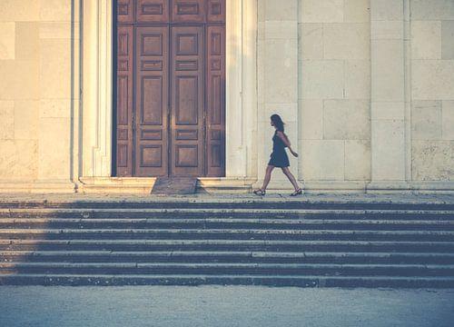 Wandelen langs de kerk