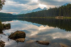 Herbert Lake, Banff National Park, Canada van Dennis Hilligers