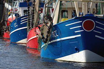 Des chalutiers pêcheurs amarrés dans le port