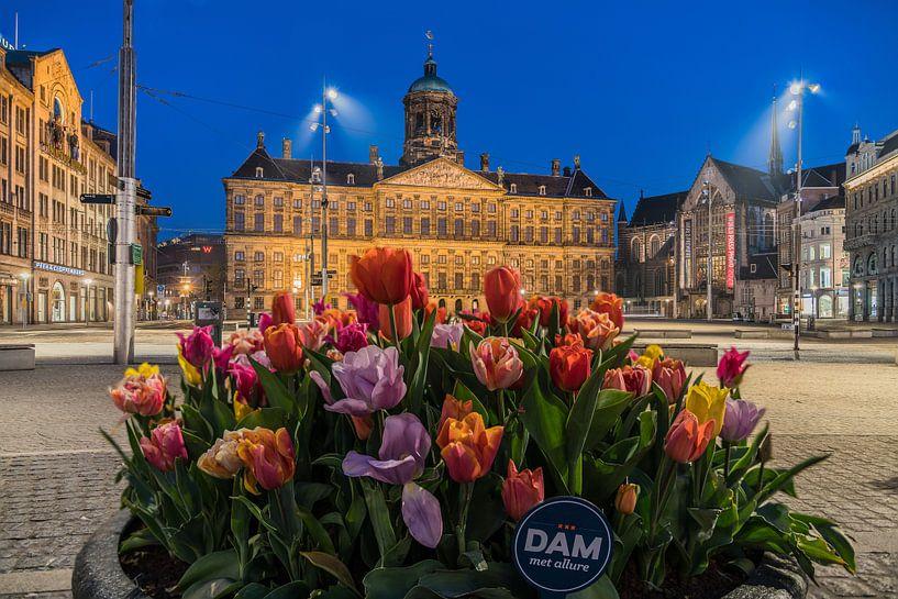 Tulpen bij het Paleis op de Dam in Amsterdam van Jeroen de Jongh