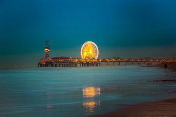 Pier van Scheveningen bij avond van Oscar Limahelu