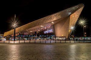 Rotterdam Centraal Station in de avond van