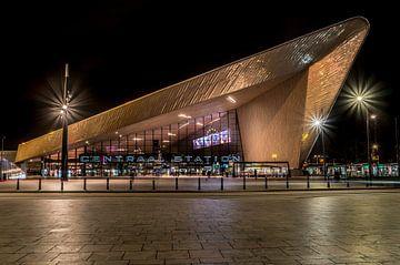 Rotterdam Centraal Station in de avond van Harmen Goedhart
