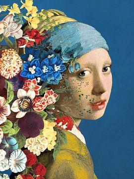 Meisje Met de Parel – Flowers on Blue Edition van Marja van den Hurk