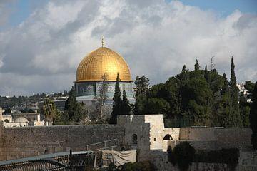 Gouden moskee koepel van de rots in het centrum van Jeruzalem, een monument van de Islam van Michael Semenov