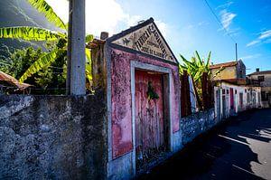 Oude verlaten fabriek uit 1905 (Madeira) van