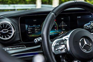 Tableau de bord de la Mercedes-Benz AMG GT 63 sur Bas Fransen
