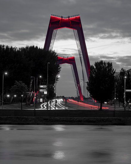 Willemsbrug Rotterdam zwart-wit-rood