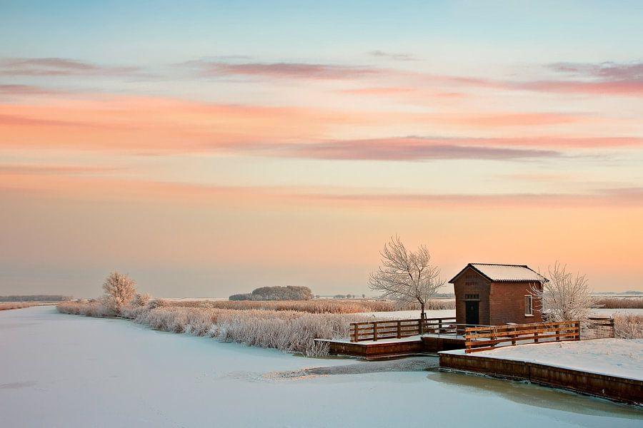 Gemaal in wintersetting van Peter Bolman