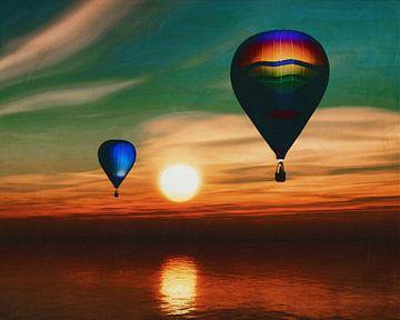 Hete luchtballonnen varen over de zee