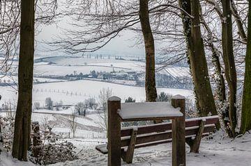 Uitzicht op de Eyserhalte in de sneeuw van John Kreukniet