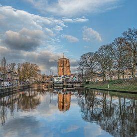 De Oldehove in Leeuwarden gespiegeld in de stadsgracht van Harrie Muis