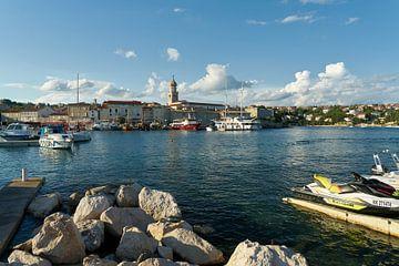 Blick über den Hafen auf Krk