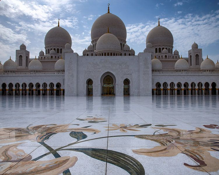 Marmeren bloemen op de vloer van Sheikh Zayed Mosque in Abu Dhabi van Rene Siebring