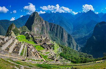 Urubamba Fluss in einem Tal nahe bei Machu Picchu, Peru von Rietje Bulthuis