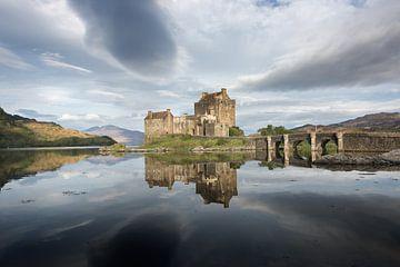Eilean Donan kasteel met weerspiegeling in Schotland van iPics Photography