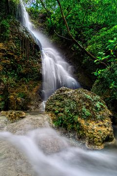 Prachtige Waterval bij Yogyakarta van Ardi Mulder