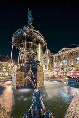 Fontaine Wilhelmina à Gorinchem le soir sur Rens Marskamp