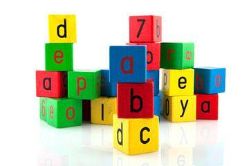 Alfabet letters op speelgoed blokken van Ivonne Wierink