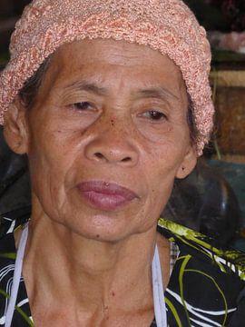 Frau auf Lombok, Indonesien von Anita Tromp