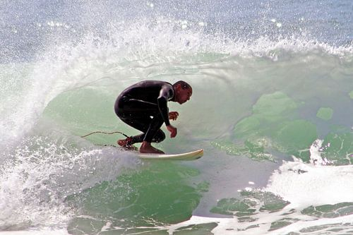 Surfer surfing the wave