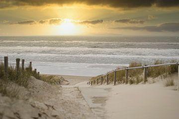 Een prachtige zonsondergang aan het strand