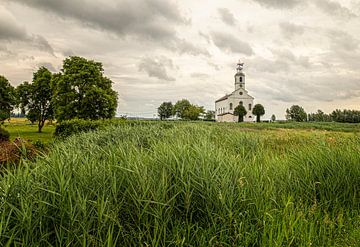 Malerische weiße Kirche Simonshaven von Marly De Kok
