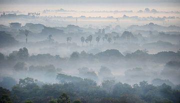 Mandalay by sunrise van luc Utens
