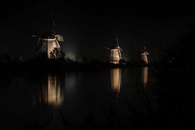 Kinderdijk by night 3 sur Arjan van Roon