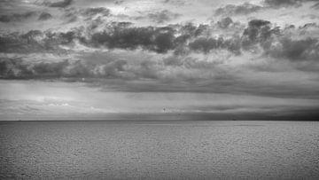 une vue imprenable sur l'eau et sous les nuages sur Studio de Waay