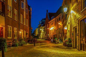 Roggestraat Bergkwartier Deventer avond sur Han Kedde