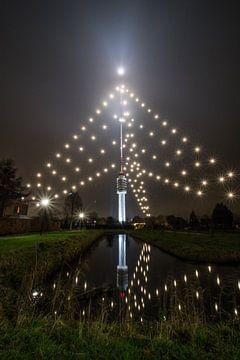 Weerspiegeling Gerbrandytoren IJsselstein - Kerstmis (Grootste Kerstboom) van Merijn van Schaik
