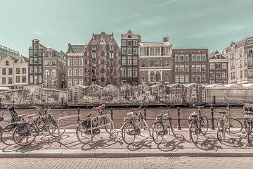 AMSTERDAM Singelgracht met Bloemenmarkt   urban vintage style van Melanie Viola