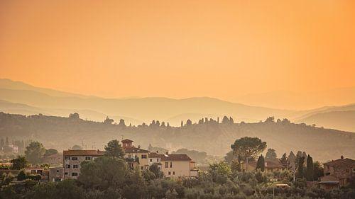 landschap Toscane bij zonsondergang van Kok and Kok