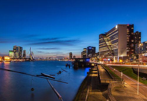 Boompjes Rotterdam in het blauwe uur van Ilya Korzelius