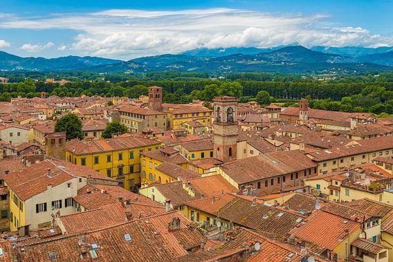Lucca, Italië - Uitzicht vanaf Torre delle Ore - 1 van Tux Photography