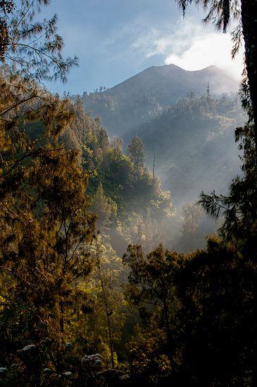 Zonsopkomst op de vulkaanwand