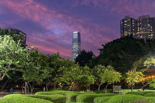 Hong Kong's hoogste gebouw tijdens zonsondergang van