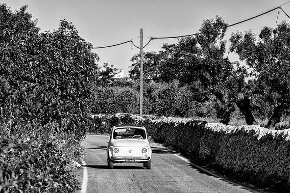 FIAT 500 Auto in Italien in schwarz-weiß
