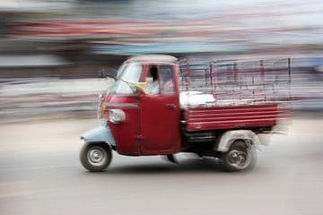 Avec un tuktuk dans les rues de Puri, en Inde.