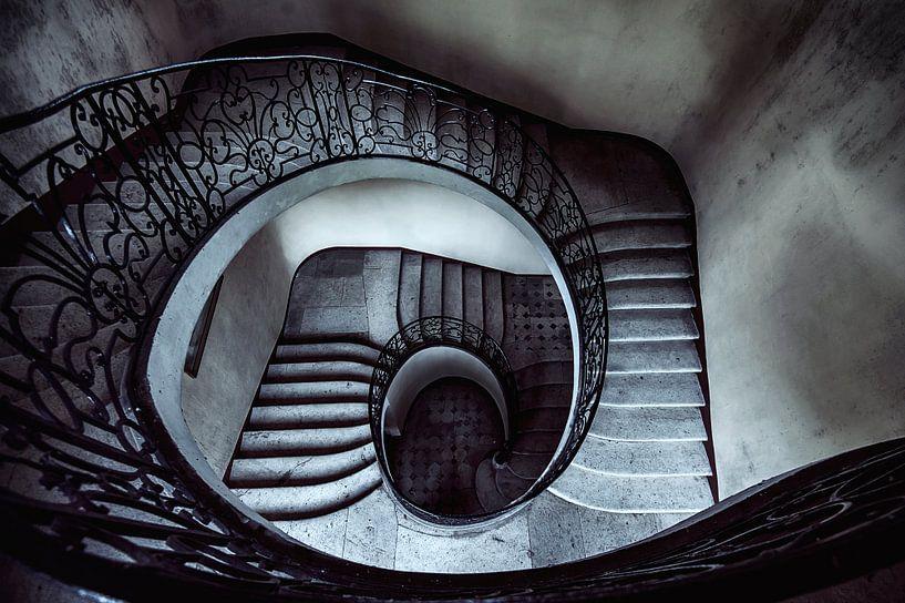 Downward spiral... van Valerie Leroy Photography