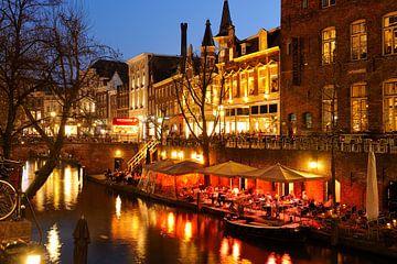 Oudegracht in Utrecht tussen Viebrug en Jansbrug van