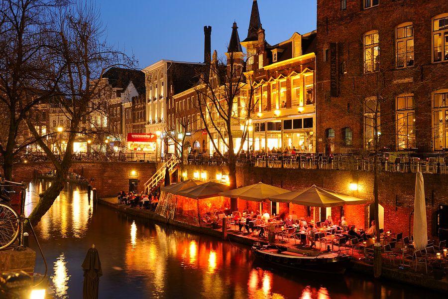 Oudegracht in Utrecht tussen Viebrug en Jansbrug van Donker Utrecht