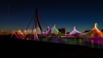 Transparant licht aan de Maas in Rotterdam. van Licht! Fotografie