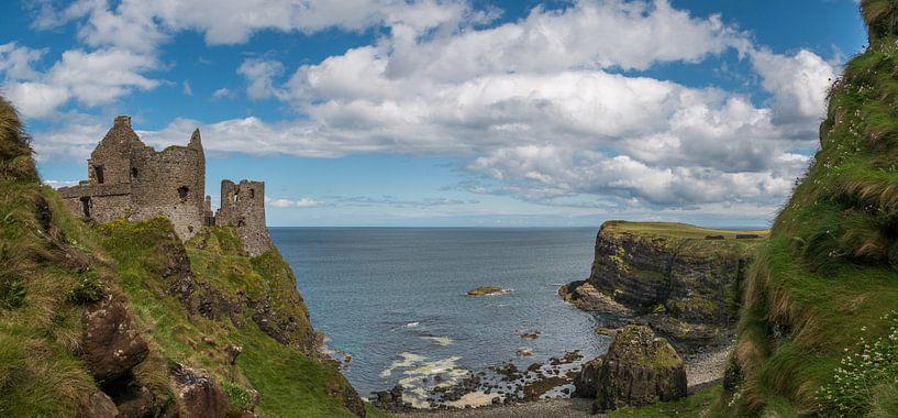 Dunluce kasteel in Noord Ierland van Elly van Veen